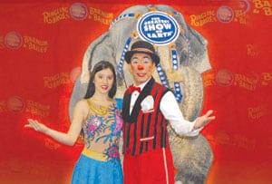 El circo RB and B&B presenta Dragones en el Día de los Hispanos
