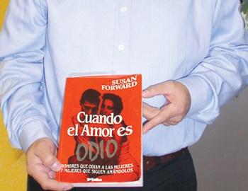 Luis Reyes, en continua campaña por la lectura